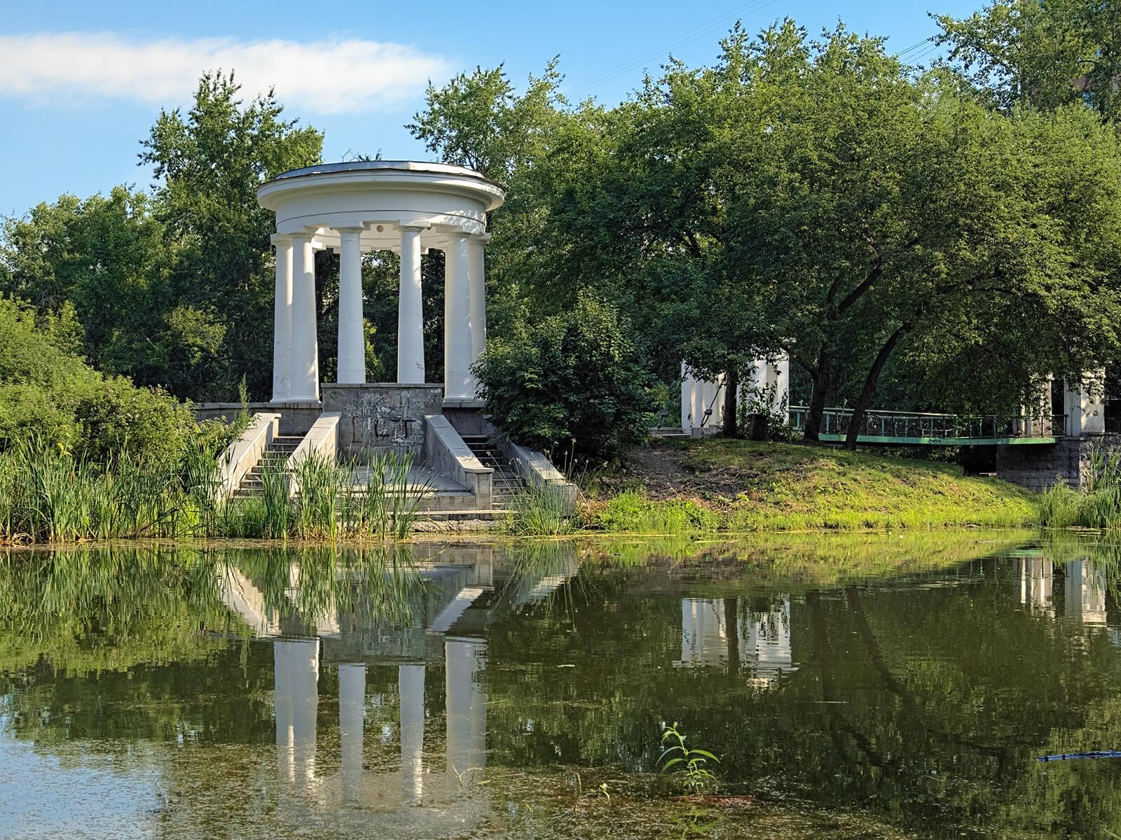 Места отдыха рядом с жилым кварталом Мельница