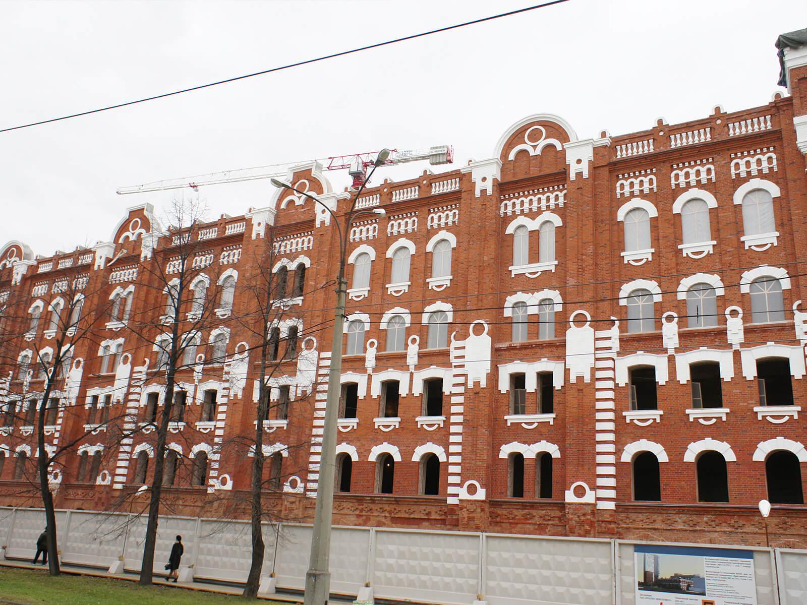 Завершились работы по реставрации главного фасада здания Мельницы